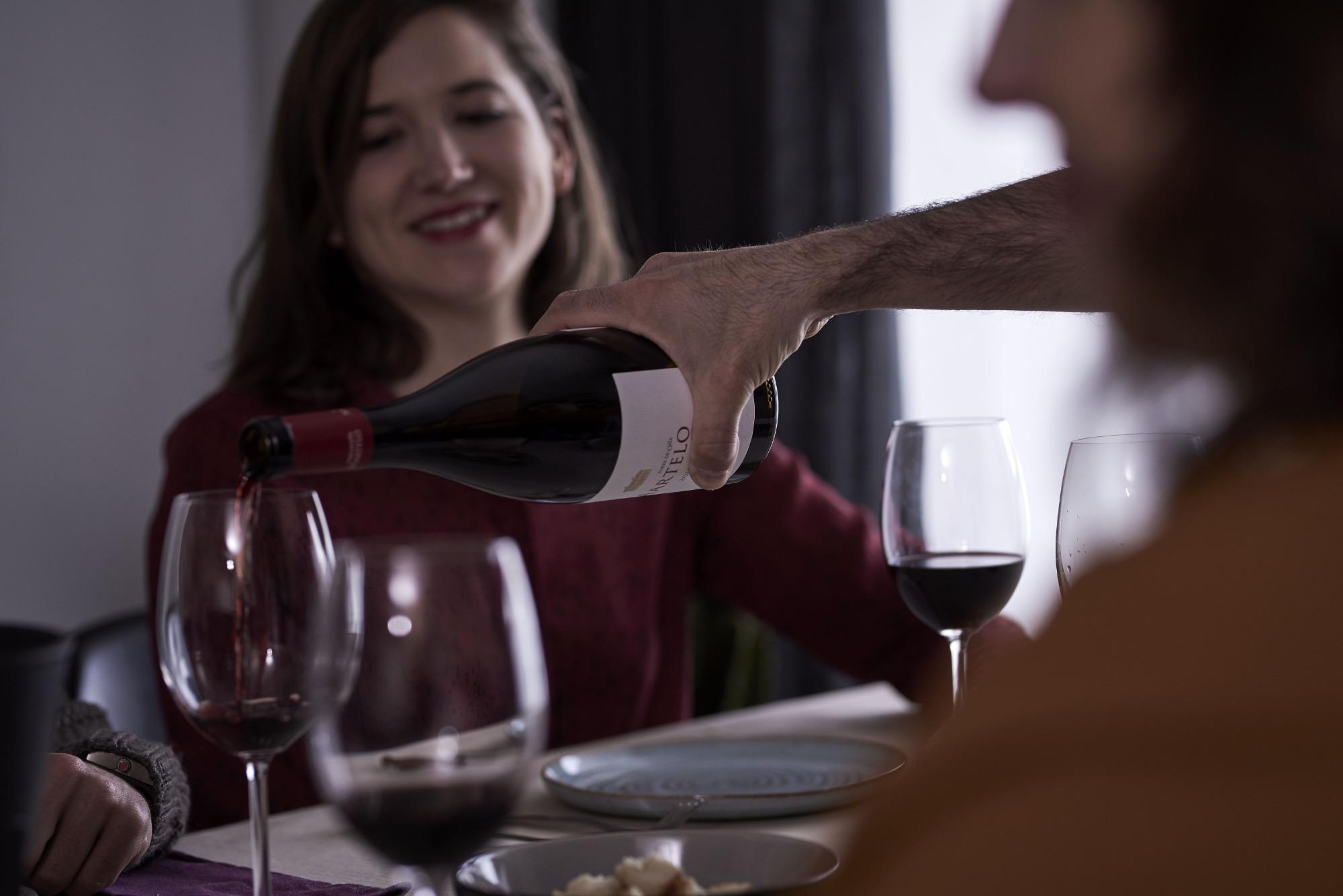 Siete ideas para hacer más especial tu cena con amigos